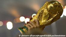Foto durante el festejo al finalizar el partido Alemania vs Argentina, partido numero 64 correspondiente a la Gran Final del Mundial Brasil 2014, : World Cup Trophy in Hands. Celebration - Pokal WM-Pokal , 2014 FIFA World Cup FINAL, Rio de Janeiro - GERMANY vs ARGENTINA, 1:0, Maracana Stadium, , Deutschland - Argentinien 1 - 0 , WM Finale Fussball-Weltmeisterschaft , | Verwendung weltweit
