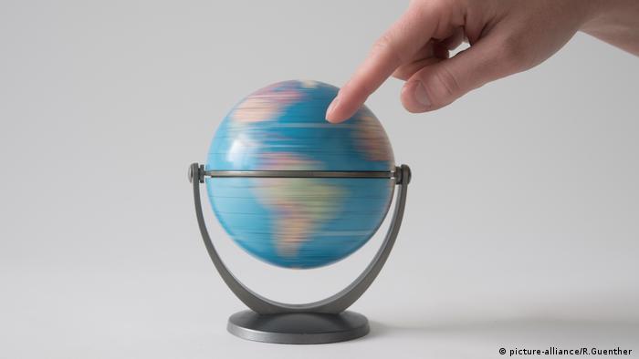 Traum vom Ausland (picture-alliance/R.Guenther )