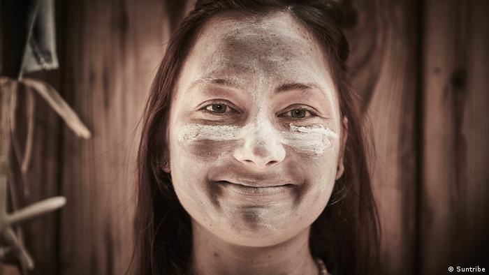 Unternehmerin Julia Beyer, die für ihre neue Sonnencreme wirbt (Suntribe)