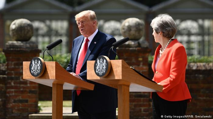 """Трамп и Мэй договорились вести диалог с Москвой """"с позиции силы"""""""