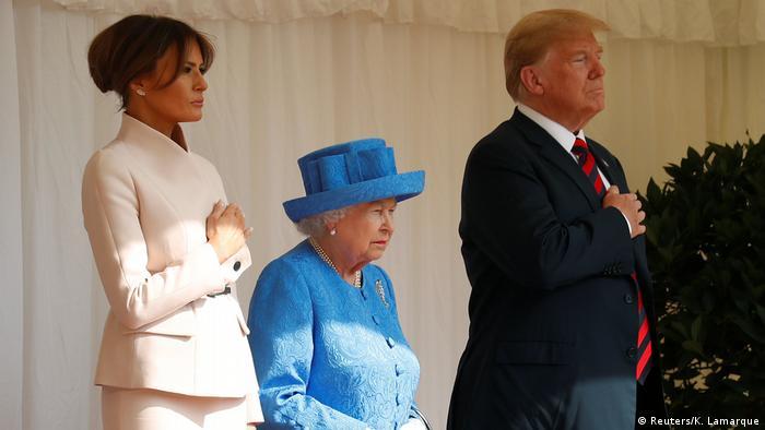 Trump e Melania ao lado da rainha rainha Elizabeth 2ª, no Castelo de Windsor