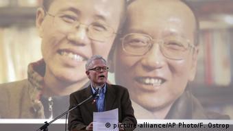 Ian Johnson speaks at service for Liu Xiaobo