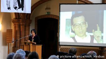 Berlin Gedenken 1. Jahrestag Todestag Liu Xiaobo Tienchi Martin Liao (picture-alliance/AA/A. Hosbas)