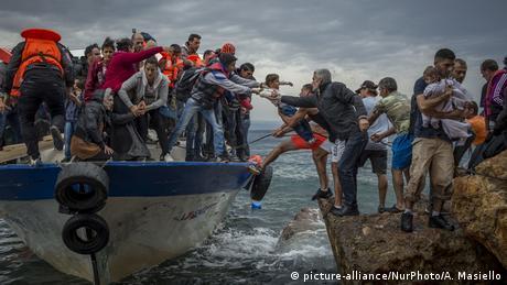 Понад 160 українців затримали у Греції за перевезення нелегальних мігрантів