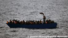 Mittelmeerroute - Flüchtlinge im Boot