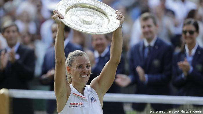 Angelique Kerber won Wimbledon in 2018 (picture-alliance/AP Photo/B. Curtis)