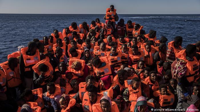 Flüchtlinge im Mittelmeer (picture alliance/dpa/S. Palacios)
