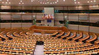 Der leere Plenarsaal des EU-Parlaments in Brüssel