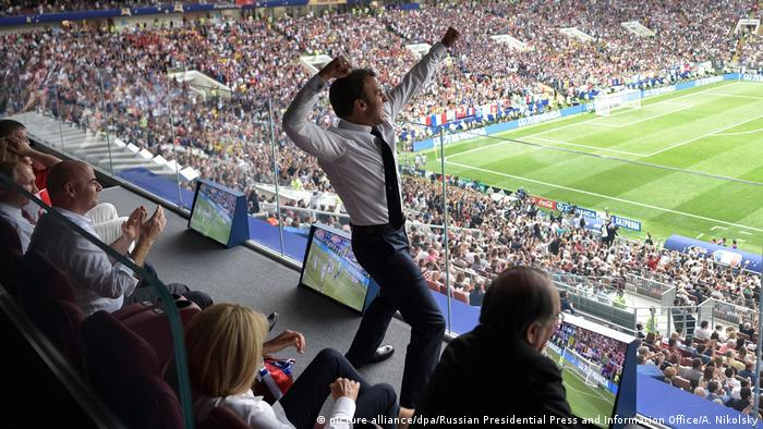 French President Emmanuel Macron at the Russia 2018 World Cup final between France and Croatia (picture alliance/dpa/Russian Presidential Press and Information Office/A. Nikolsky)