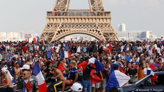 People celebrating at the Eiffel Tower (Reuters/J. P. Pleissier)