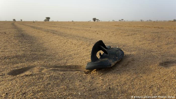 Algerien, Niger & Libyen | Thema Flüchtlinge in der Sahara (picture-alliance/AP Photo/J. Delay)