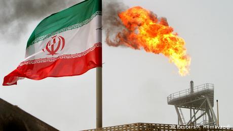 Iranian oil platform (Reuters/R. Homavandi)
