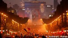 Paris Champs-Elysees Weltmeisterfeier
