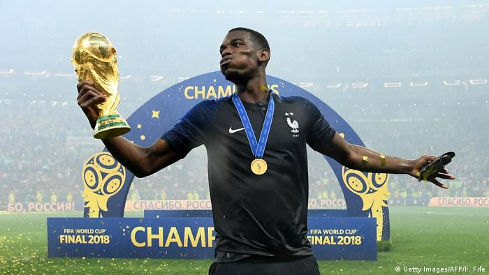 WM Finale Frankreich Pogba Pokal (Getty Images/AFP/F. Fife)