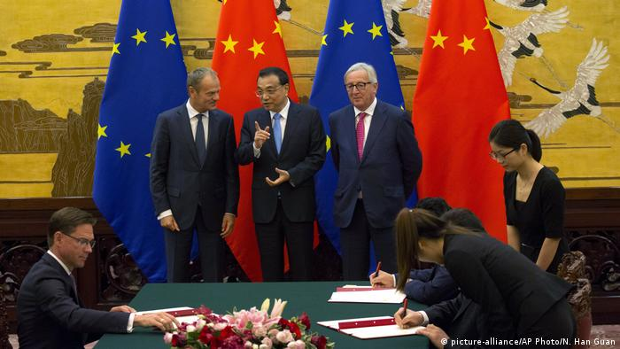 Peking EU China Treffen Tusk Li Keqiang Juncker (picture-alliance/AP Photo/N. Han Guan)