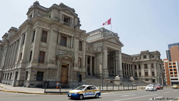 Lima Peru Justizpalast (Imago/R. Wareham)