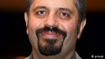 علی افشاری، تحلیلگر مسایل سیاسی