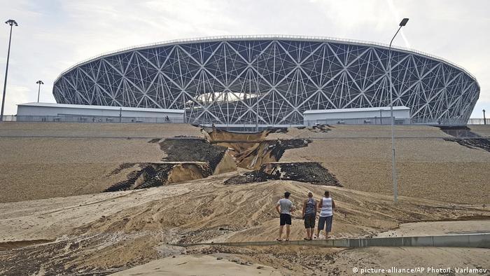 Размытый склон у стадиона в Волгограде