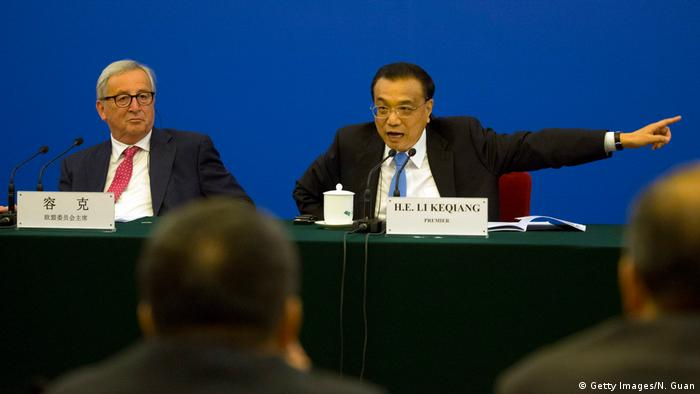 EU Commission President Jean-Claude Juncker and Chinese Premier Li Keqiang at the EU-China business roundtable in Beijing