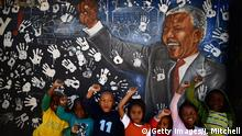 Johannesburg Kinder in Alexandra Township mandela Wandbild (Getty Images/J. Mitchell)