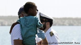 До Німеччини більшість біженців потрапляє з Італії, куди вони прибувають через Середземне море з Африки