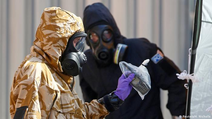 People in protective suits investigating use of Novichok in the UK (Reuters/H. Nicholls)