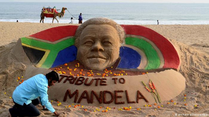 Tribut für Nelson Mandela (picture-alliance/dpa)
