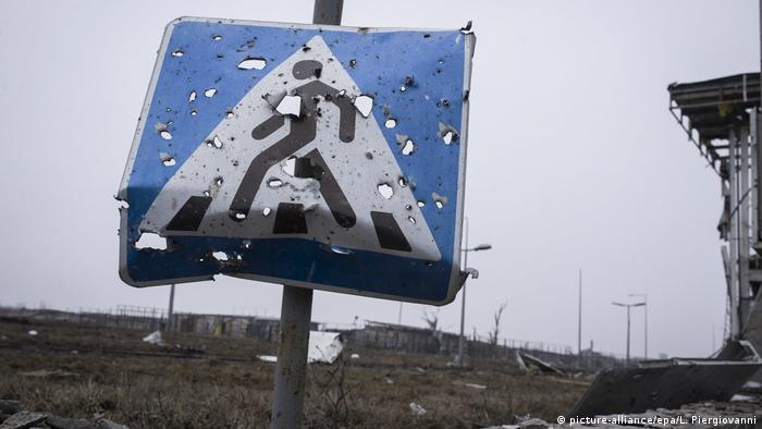 Ukraine Schild am Flughafen Donezk