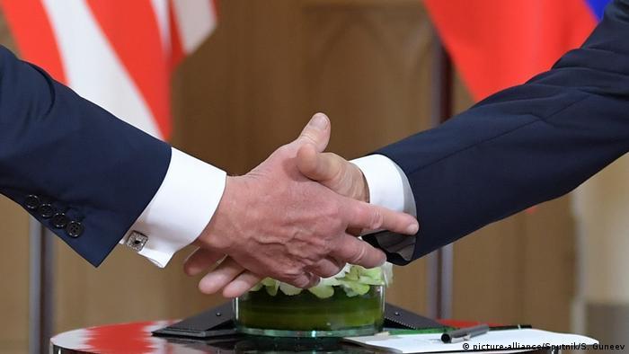 Finnland Helsinki Trump-Putin Treffen | Handschlag