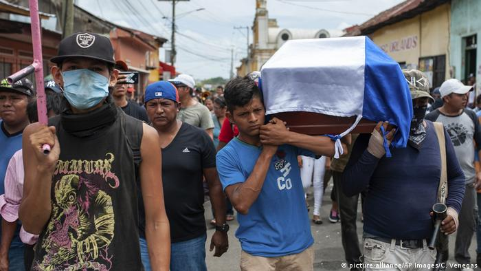 Nicaragua Unruhen Trauer getöteter Demonstrant (picture-alliance/AP Images/C. Venegas)