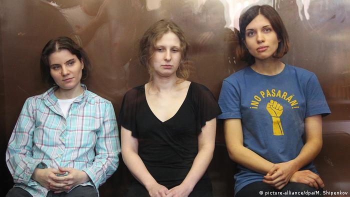 Russland Moskau - Russland muss Entschädigung an Pussy Riot zahlen (picture-alliance/dpa/M. Shipenkov)