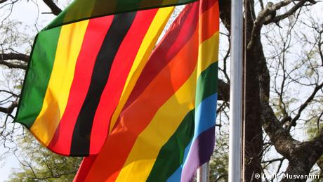 Flaggen Zimbabwe LGBT Gay Rights (DW/P. Musvanhiri)