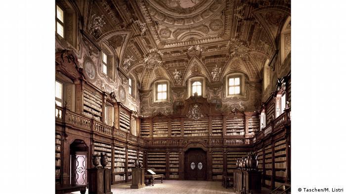 библиотека Джироламини в Неаполе
