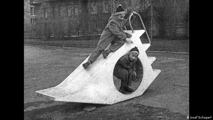 Детская площадка в Вене, 1958 год