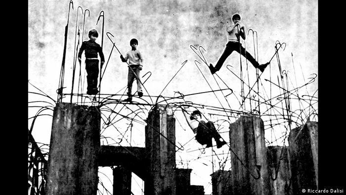 Стройплощадка вместо детской площадки в Неаполе, 1972 год
