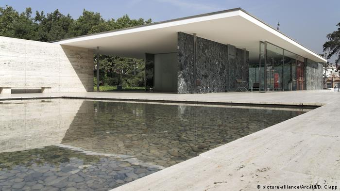 Barcelona-Pavillon by Mies van der Rohe in Barcelona (picture-alliance/Arcaid/D. Clapp)