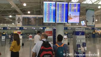 Από τότε που δυσκόλεψε η διακίνηση προσφύγων μέσω του βαλκανικού δρόμου το αεροπλάνο παίζει όλο και πιο σημαντικό ρόλο