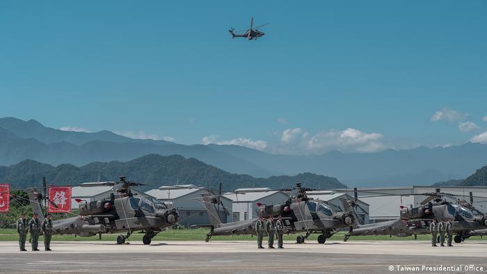 Taiwan - Offizielle militärische Zeremonie für die Einweihung der US-Apache AH-64E Hubschrauber (Taiwan Presidential Office)
