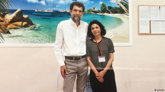 Cezaevindeki iş insanı Osman Kavala ve eşi Ayşe Buğra