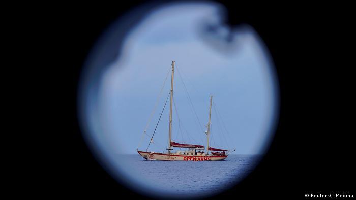 Корабль испанской неправительственной организации Proactiva Open Arms, занимающейся спасением беженцев в Средиземном море