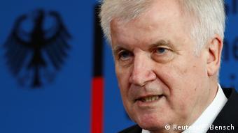 Міграційна суперечка між Горстом Зеегофером та Анґелою Меркель мало не завершилася розпадом уряду