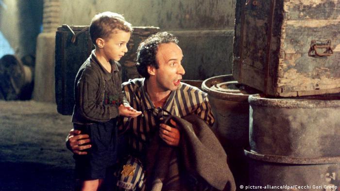 Filmstill aus der oscarprämierten Tragikomödie Das Leben ist schön