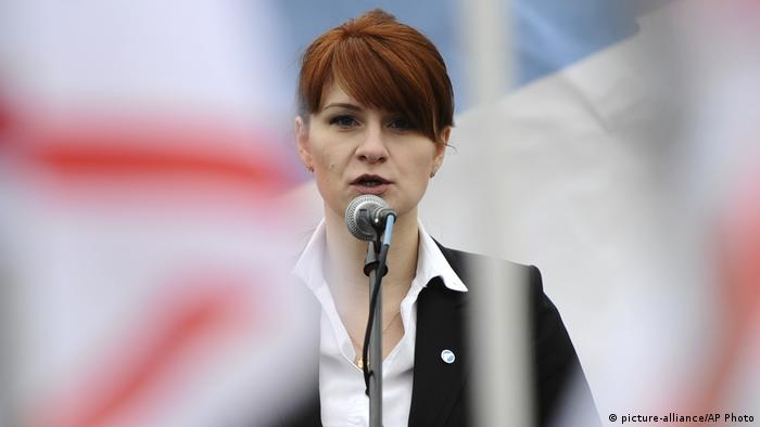 Butina speaking at a rally in Russia (picture-alliance/AP Photo)