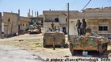(180718) -- DARAA (SYRIA), July 18, 2018 () -- Syrian soldiers are seen in the newly-captured town of Al-Mal in the northwestern countryside of Daraa province in southern Syria, on July 18, 2018. The Syrian army captured the town on Tuesday as part of the ongoing military campaign against the rebels in the countryside of Daraa and the nearby Quneitra province near the Israeli-occupied Golan Heights. (/Xu Dezhi)  
