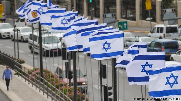 Jerusalem Altstadt Israelische Fahnen (picture-alliance/NurPhoto/A. Widak)