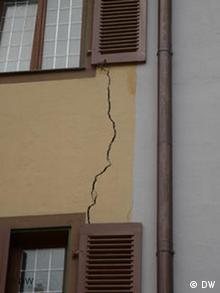 A two-centimeter-wide crack runs down the outer facade of a building