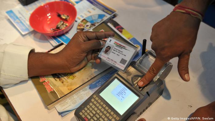 Indien Bank Identifikation per Fingerabdruck (Getty Images/AFP/N. Seelam)