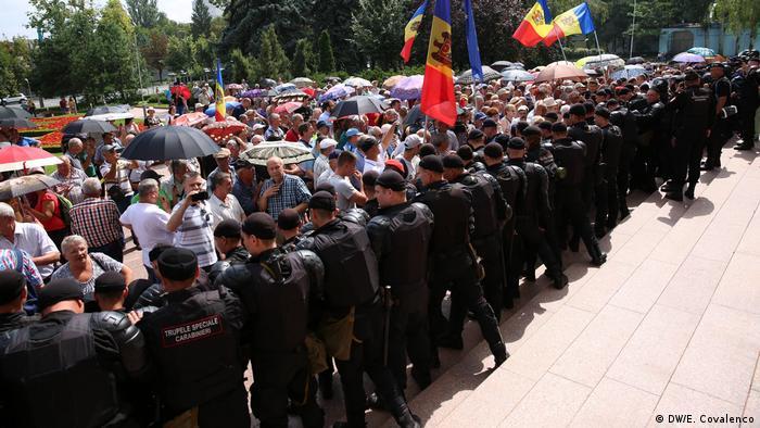 Republik Moldau Proteste der Bürger vor dem Parlament in Chisinau