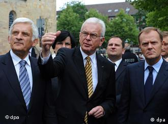 The outgoing Poettering (middle) and the incoming European Parliament president Buzek (left)