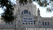 Refugees welcome in Madrid Rathaus